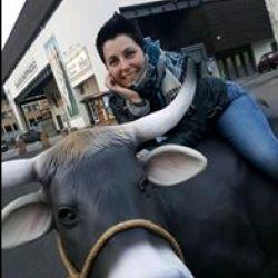 Laura, Italia